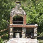 Chimenea en el jardín de Casa Rural Monaut